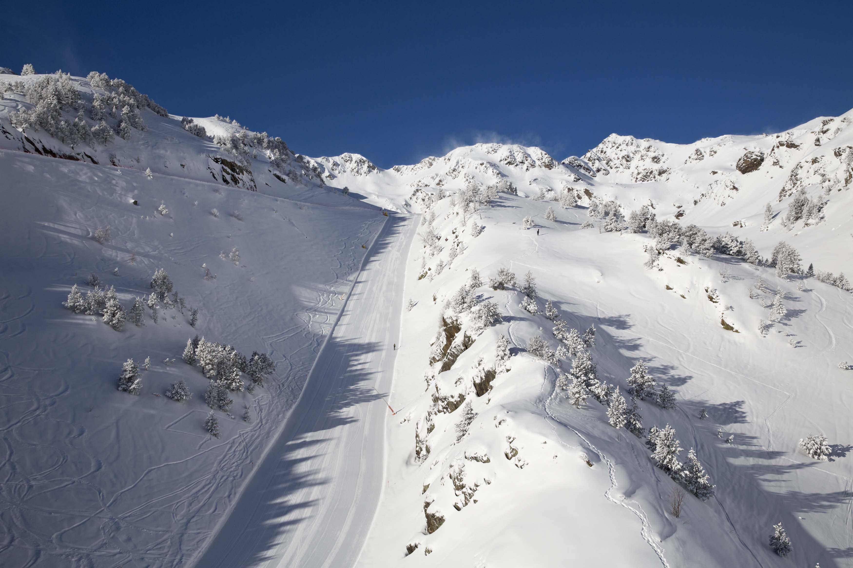 Skiing in Arinsal